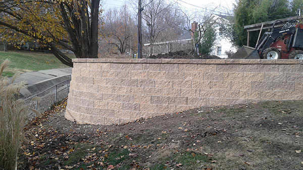 Steep retaining wall with curve