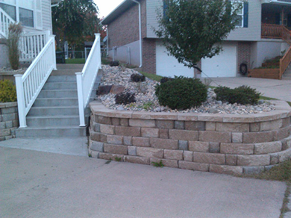 Retaining wall on side of driveway